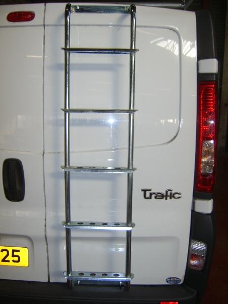 renault-traffic-rear-door-ladder
